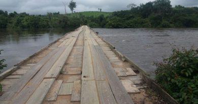 Homem pula de ponte e desaparece no Rio Jamanxim