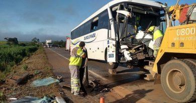 Ônibus que seguia do Mato Grosso destino ao Pará se envolve em acidente na BR 163
