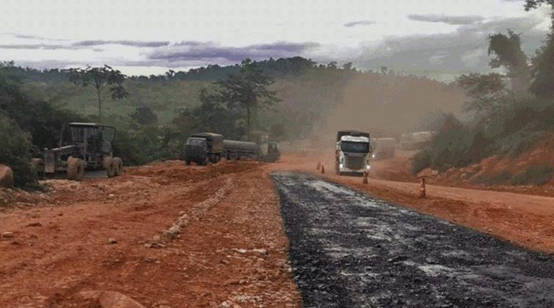 BR 163 começa a receber asfalto após ser interditada no início do mês